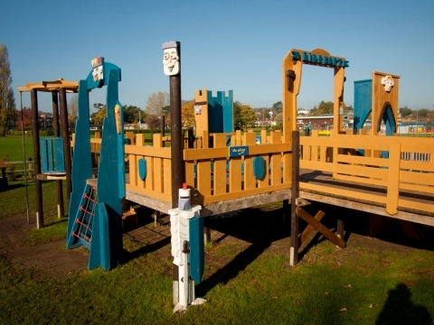 Addition of colour to 'Bidefort' in Victoria Park, Bideford play project
